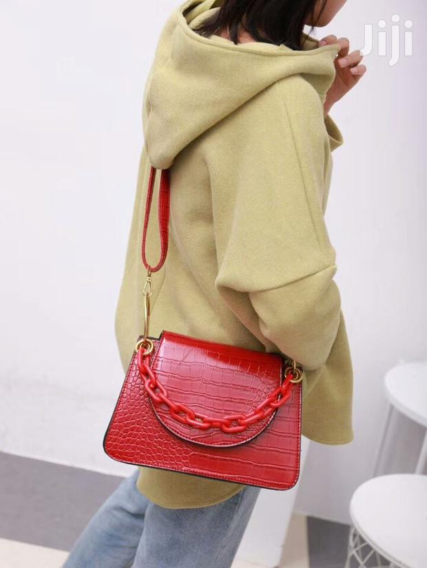 Archive: Classy Chain Bag