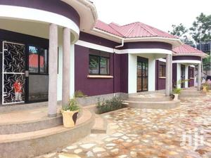 House For Rent 2bedrm +Sitting Self Container Lugala