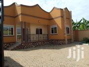 Kira Gorgeous House in Tarmacked Neighbourhood for Quick Sell | Houses & Apartments For Sale for sale in Central Region, Kampala