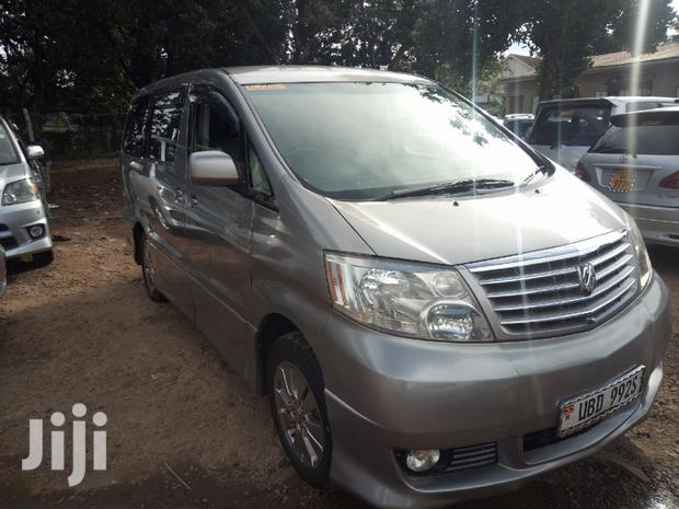 Archive: Toyota Alphard 2004 Gold