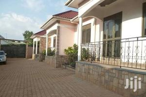 Salaama Road Three Bedrooms House for Rent at 550000shs.