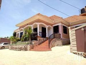 Spacious & Executive Bungalow With 3bedrooms 2bathrooms & Boys Quarter