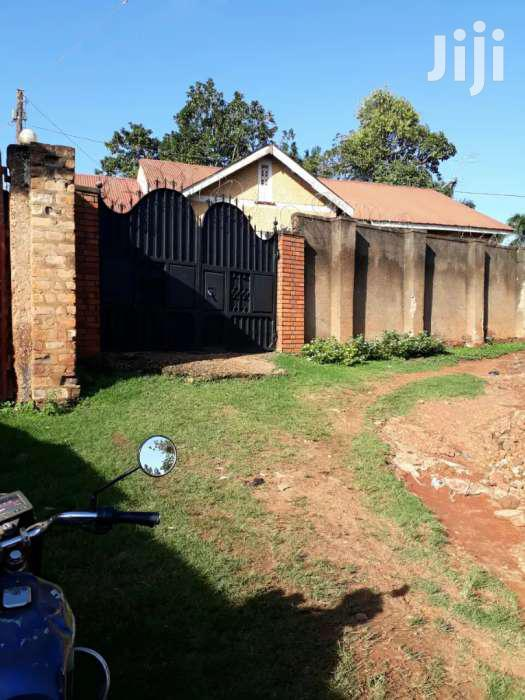 Archive: 3 Bedrooms House For Sale In Makindye