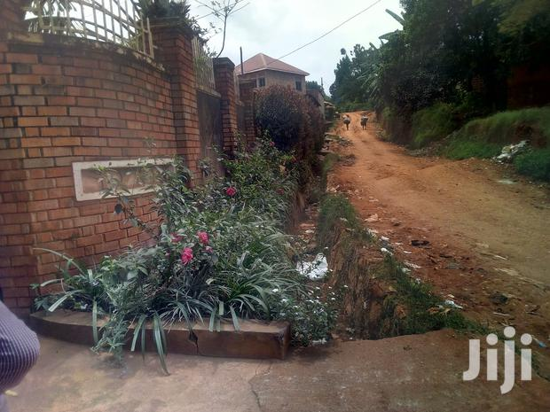 Archive: Home Of 3bedrooms 2sitting Garage On Forced Sale In Heart Of Makindye
