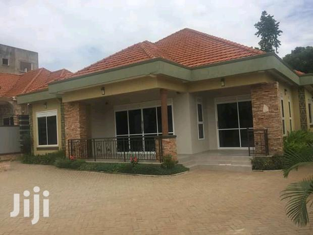 Archive: Mengo Majestic Three Bedroom Standalone House With Boysquaters