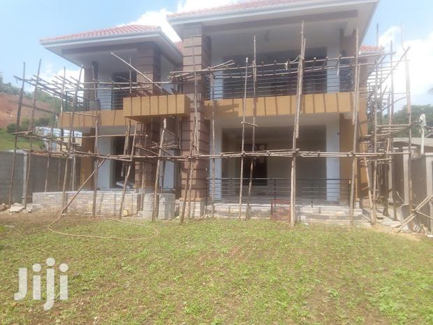 Archive: 4 Bedrooms Mansion at Muyenga