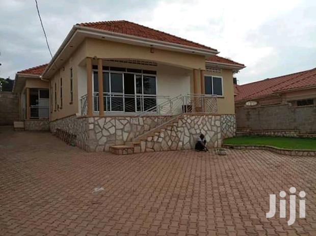 Archive: Muyenga Classic Three Bedroom Standalone House for Rent at 1.2M.