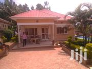3rooms House for Sale in Kira Mamerito Road With Swimming Pool | Houses & Apartments For Sale for sale in Central Region, Kampala