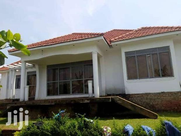 Archive: GLAMOROUS 4 BEDROOM HOUSE FOR SALE IN KITENDE AT 320M