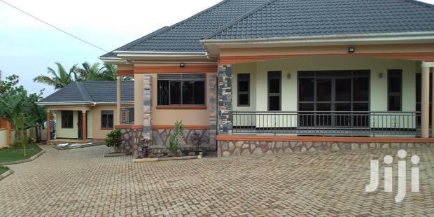 Archive: Kitende Hse On Tarmac Rd And 3bedrooms Sale