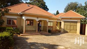 Newly Constructed 4bedrooms on 16decimals,3quarters in Seeta at 280m